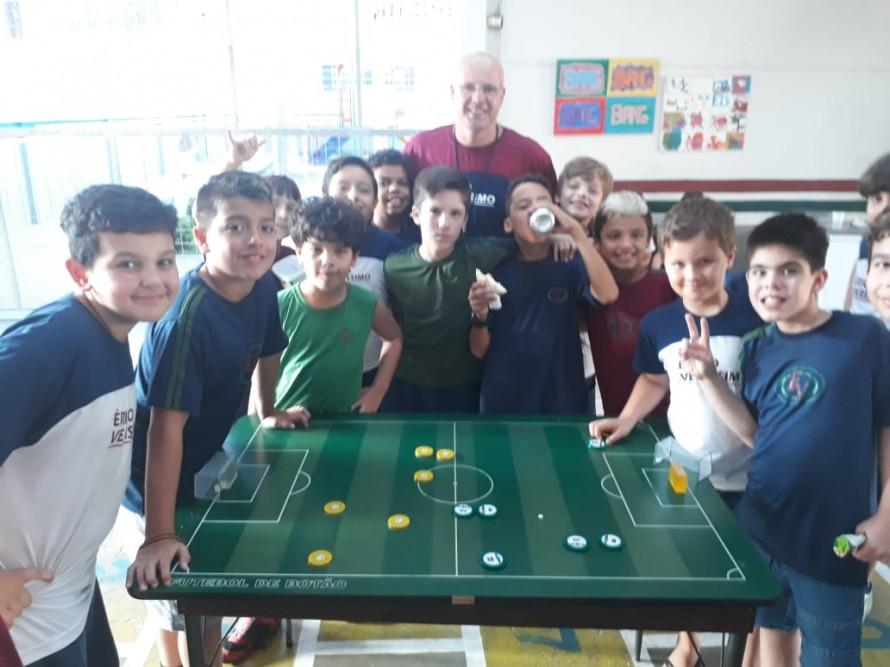 Futebol de mesa – Show de bola de botão!